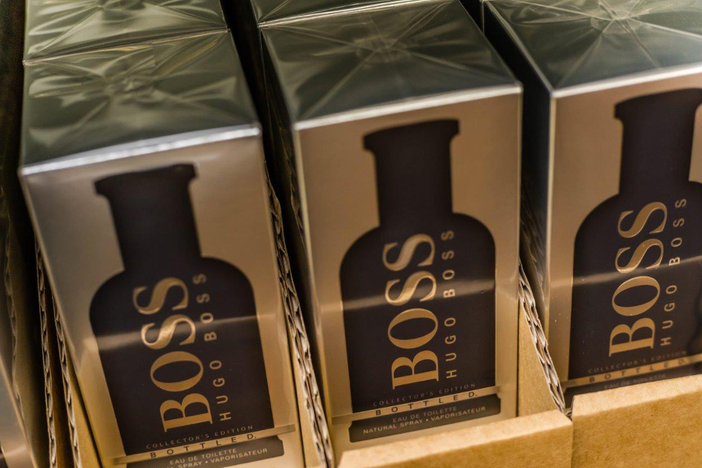 Hugo Boss Bottled Parfüm im Großhandel. Wie auch Allure, miracle, Le Male, Flower, Dylan Blue, Opus, Legend Night, Gentlemen only